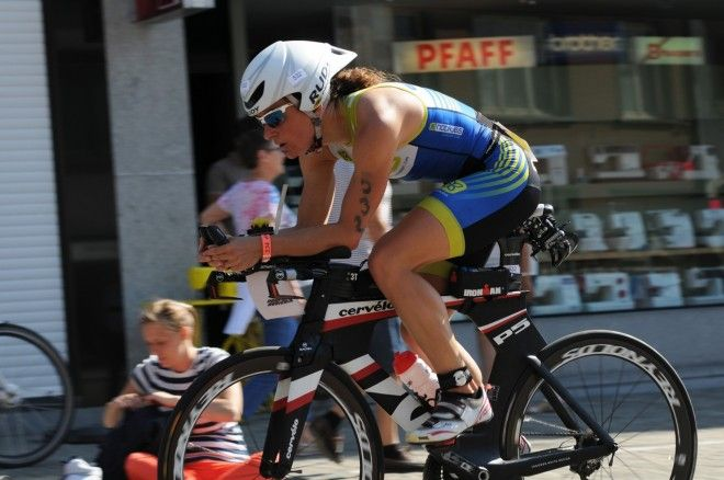 Stefanie Adam, hier nog mee aan kop op de fiets (foto: Mario Vanacker)