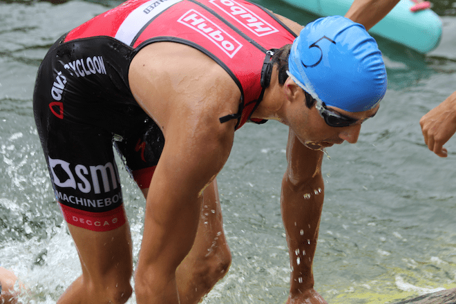Willem Brems als 2de uit het water in Lommel (Foto: Katrien Decru)