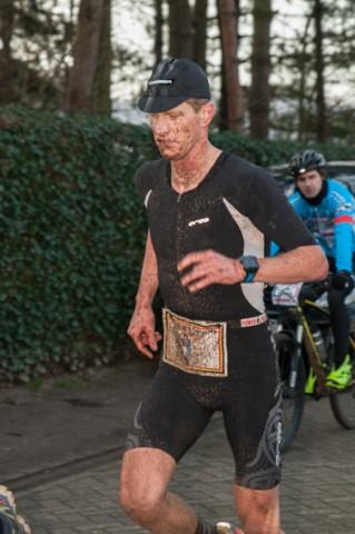 Seppe Odeyn begint aan kop in de 30 km lopen (foto: Mario Vanacker)