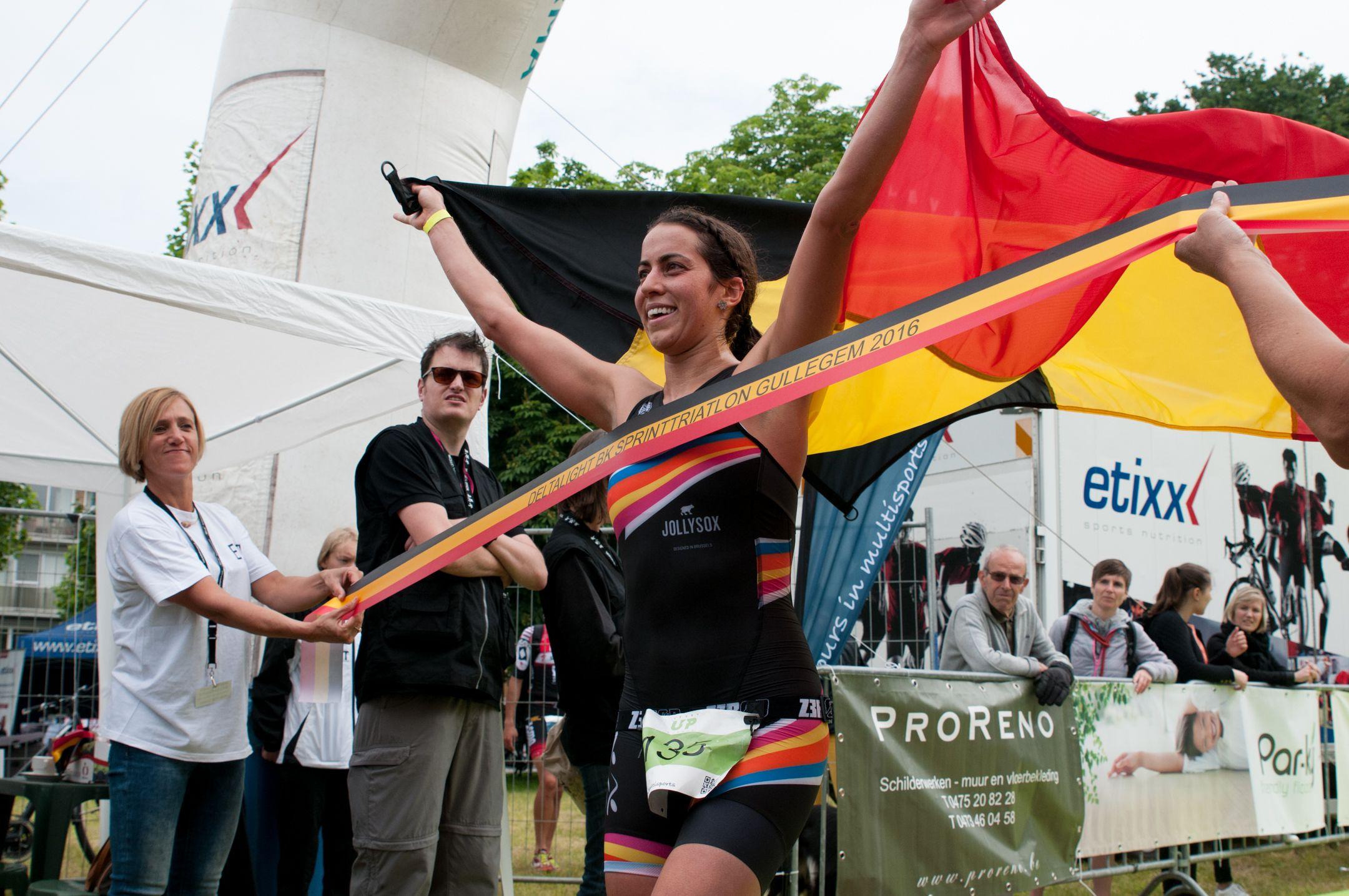 Claire Michel met de driekleur (foto: Mario Vanacker)