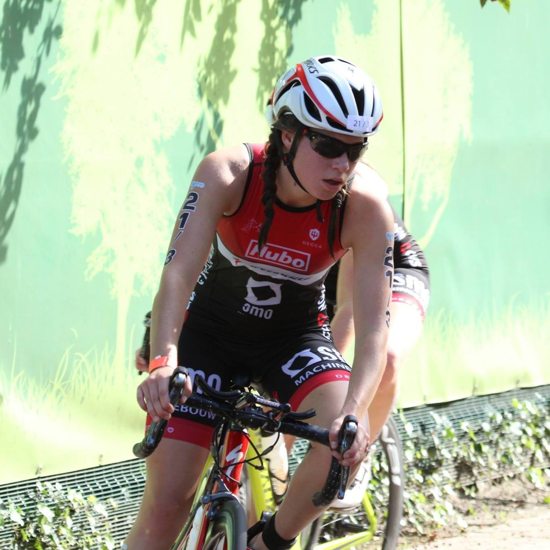 Amber Rombaut fiets Katrien Decru