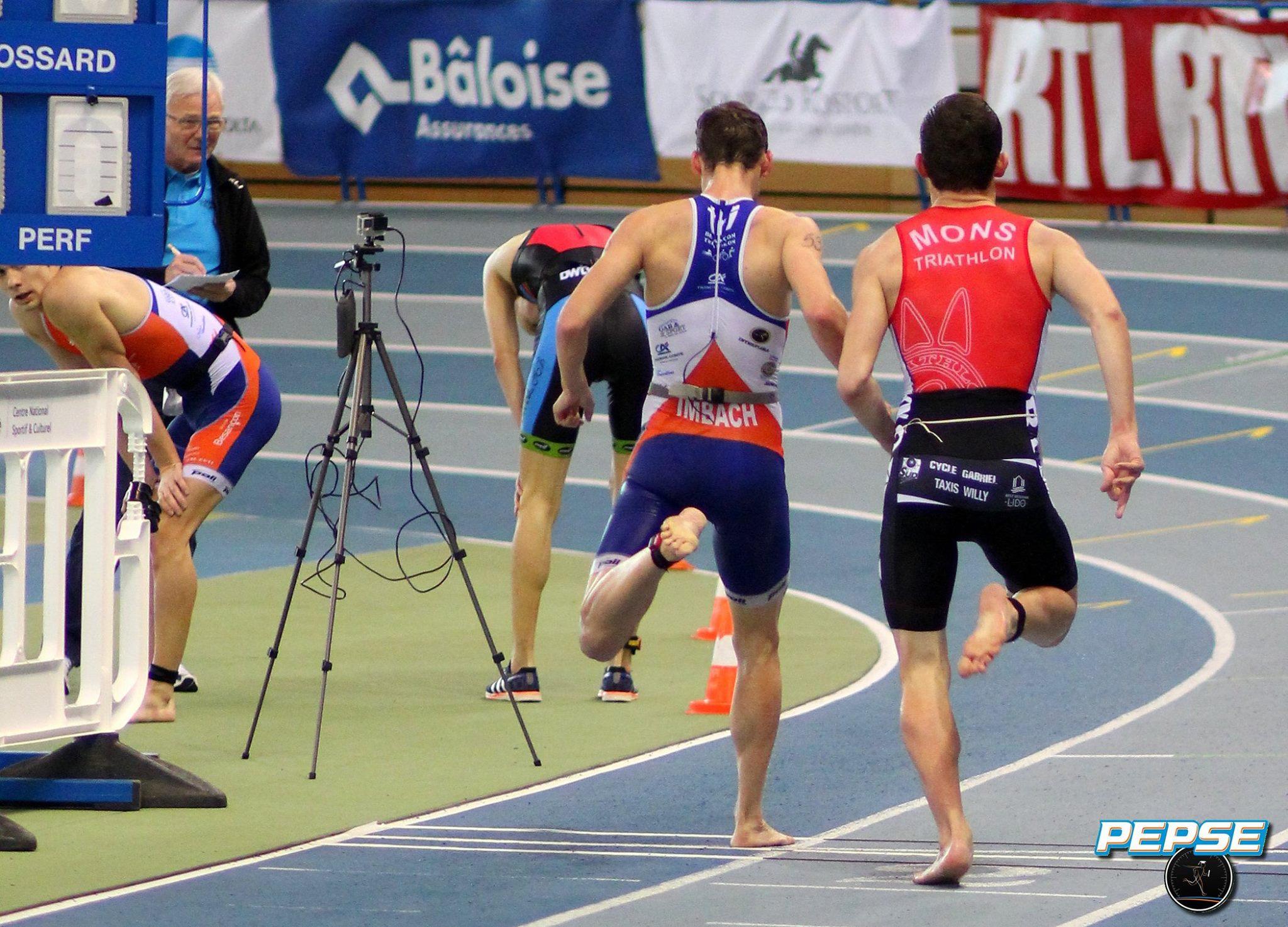 Hugo Counoy sprintend op blote voeten (foto: PEPSE/Benoit Veys)