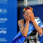 Een emotionele Andrea Hewitt wint WTS Abu DHabi (foto: ITU/Janos M. Schmidt)