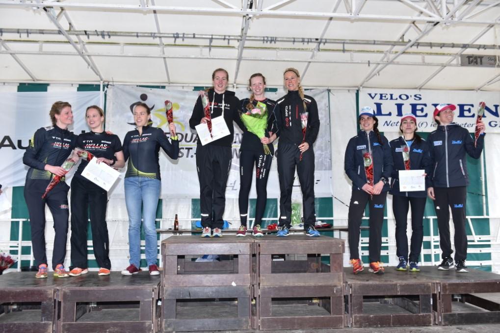 Het podium bij de vrouwen (foto: Johan Tack)