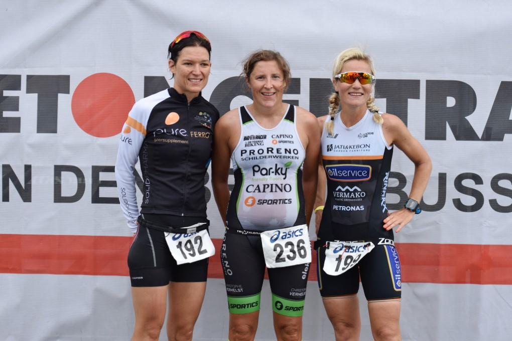 Podium dames met Sweta, Joke en Femke (foto: Johan Tack)