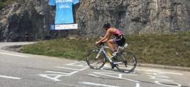Tine Deckers verpulvert tegenstand op Alpe d'Huez
