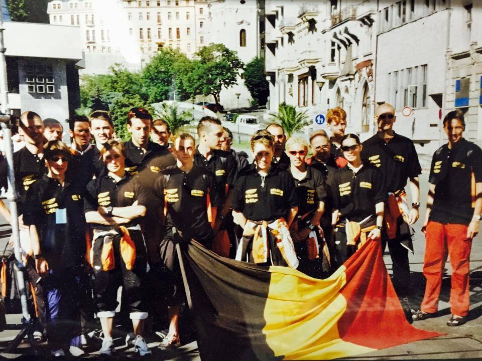 Eddy helemaal achteraan links, met de Belgische ploeg in 2001 op het EK in Carlsbad