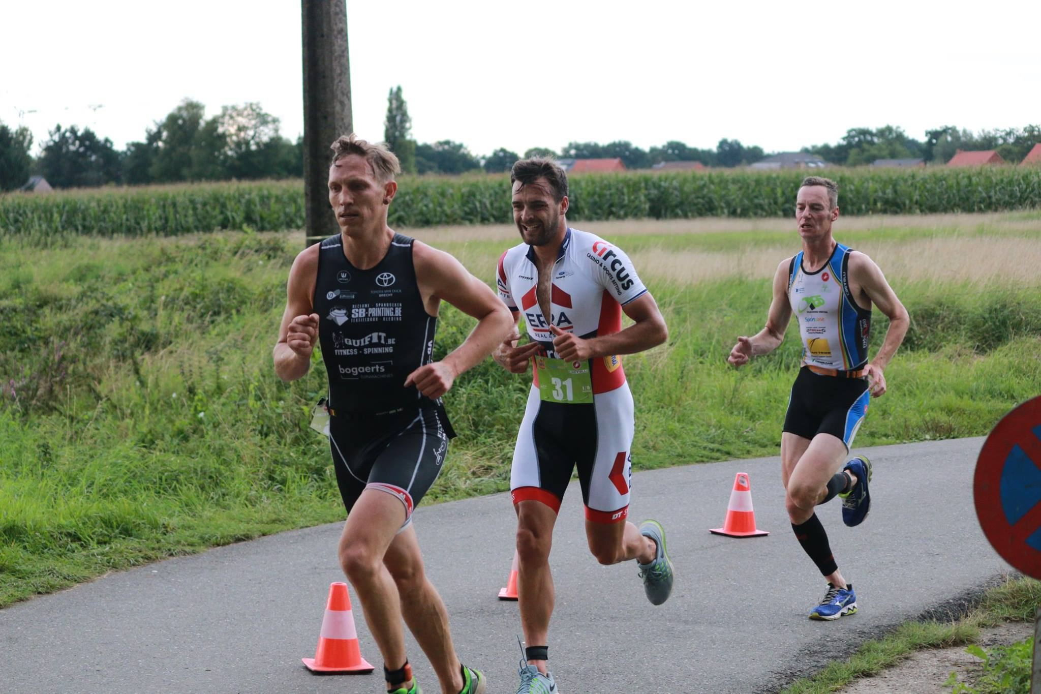 Wietse Bosmans tussen Maarten Joris en Jan Cools in (foto: Chris Hofkens)