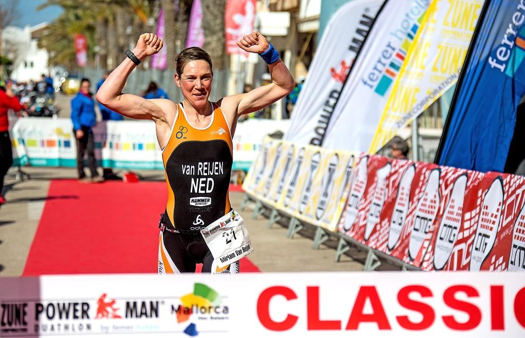 Miriam Van Reijen wint Powerman Mallorca (foto: Ingo Kutsche)