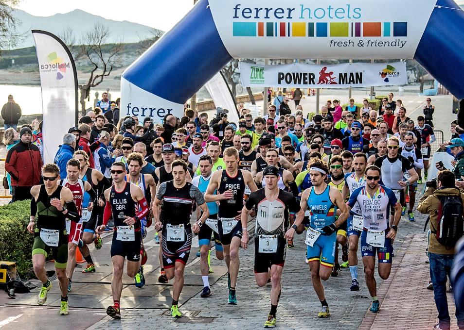 Seppe Odeyn centraal bij de start van de Powerman Mallorca (foto: Ingo Kutsche)
