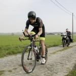 Daan De Groot op weg naar winst in Geluwe (foto: 3athlon.be/Mario Vanacker)