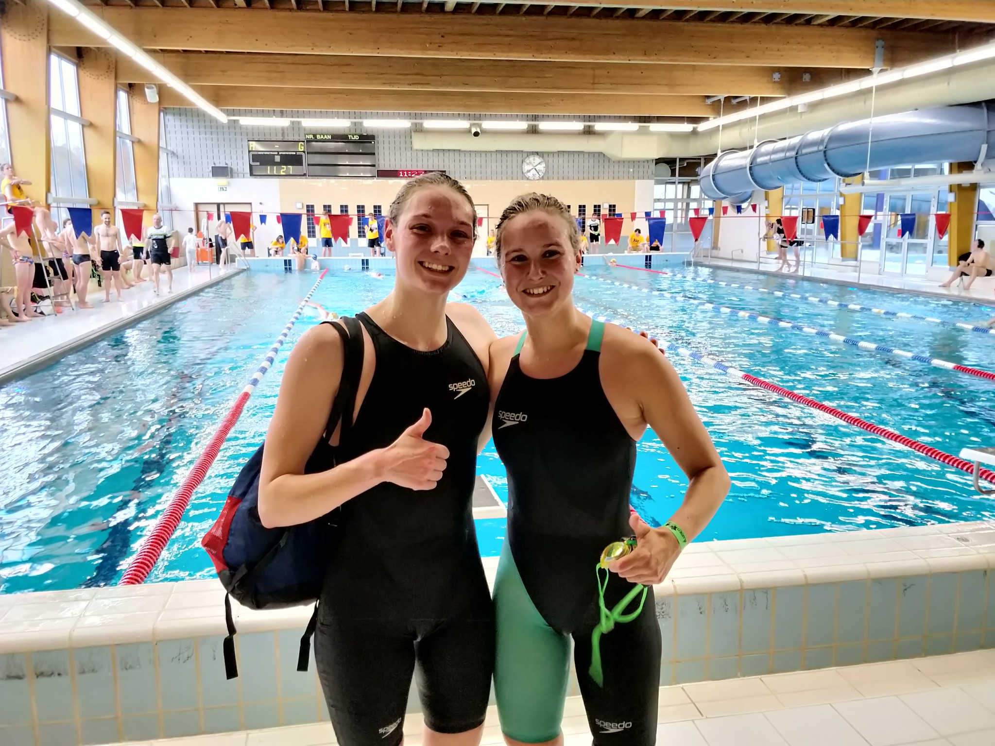 Jolien Vermeylen en Hanne De Vet beste zwemsters (foto: 3athlon.be/Hans Cleemput)
