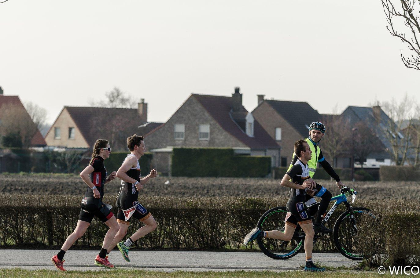Jolien Vandemoortele op weg naar winst in de Veloopwem (foto: Wim Cottyn)