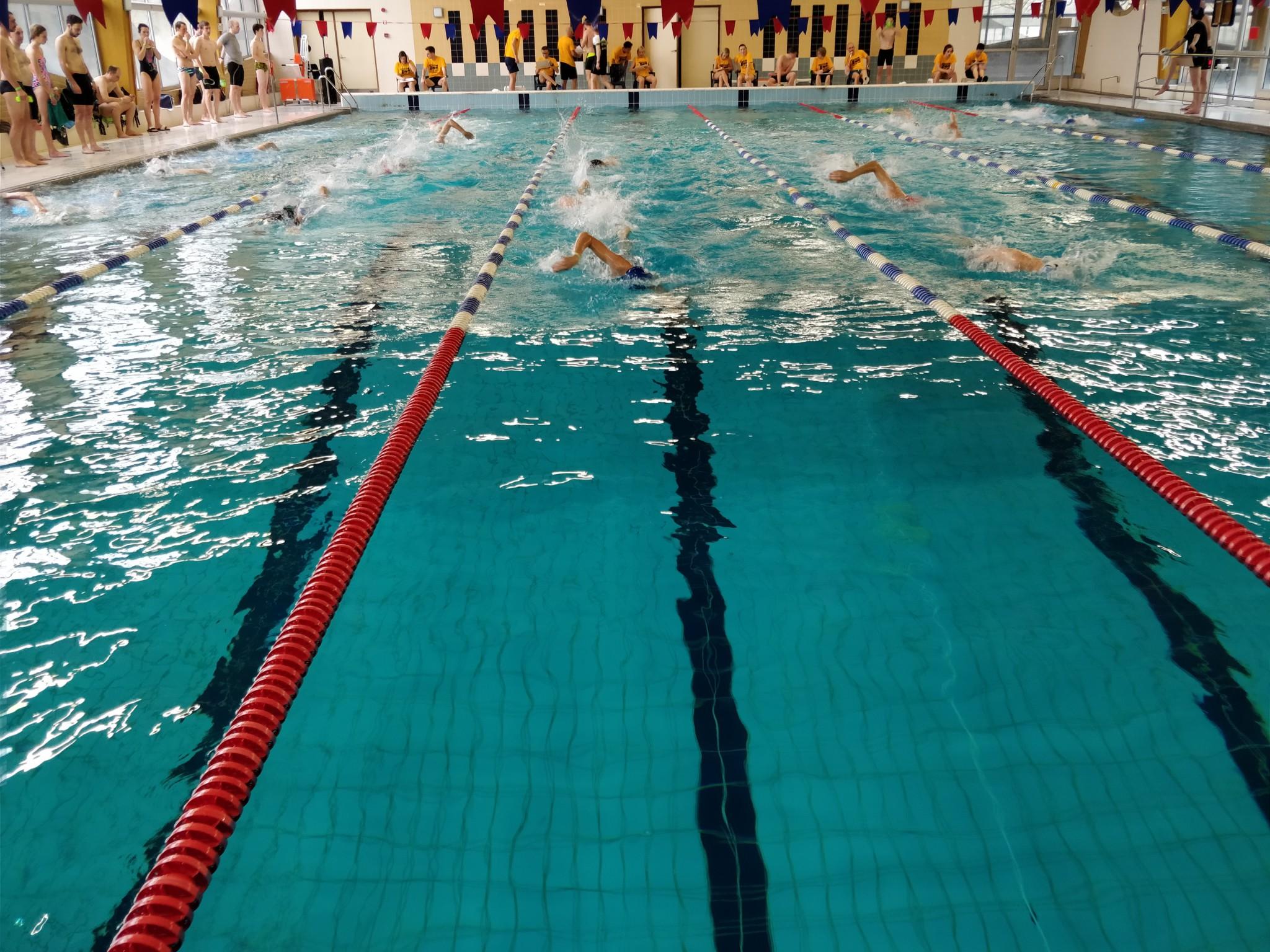 Veel spanning in het zwemmen (foto: 3athlon.be/Hans Cleemput)