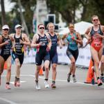 Claire Michel in een select groepje in strijd om de 10de plaats (foto: ITU/Wagner Araujo)