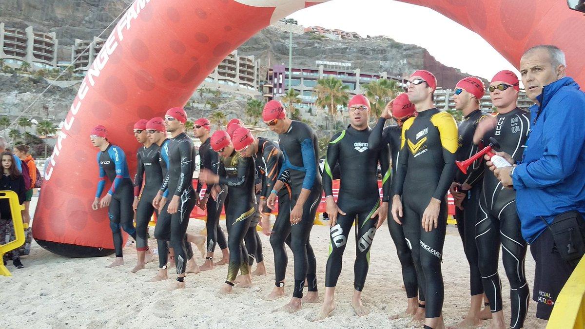 Start van de Challenge Gran Canaria met links Heemeryck, centraal Aernouts en 2de rechts Van Cleven