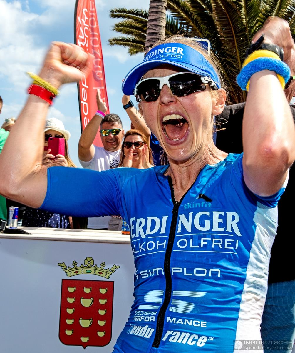 Lucy Gossage wint de Ironman Lanzarote (foto: Ingo Kutsche)