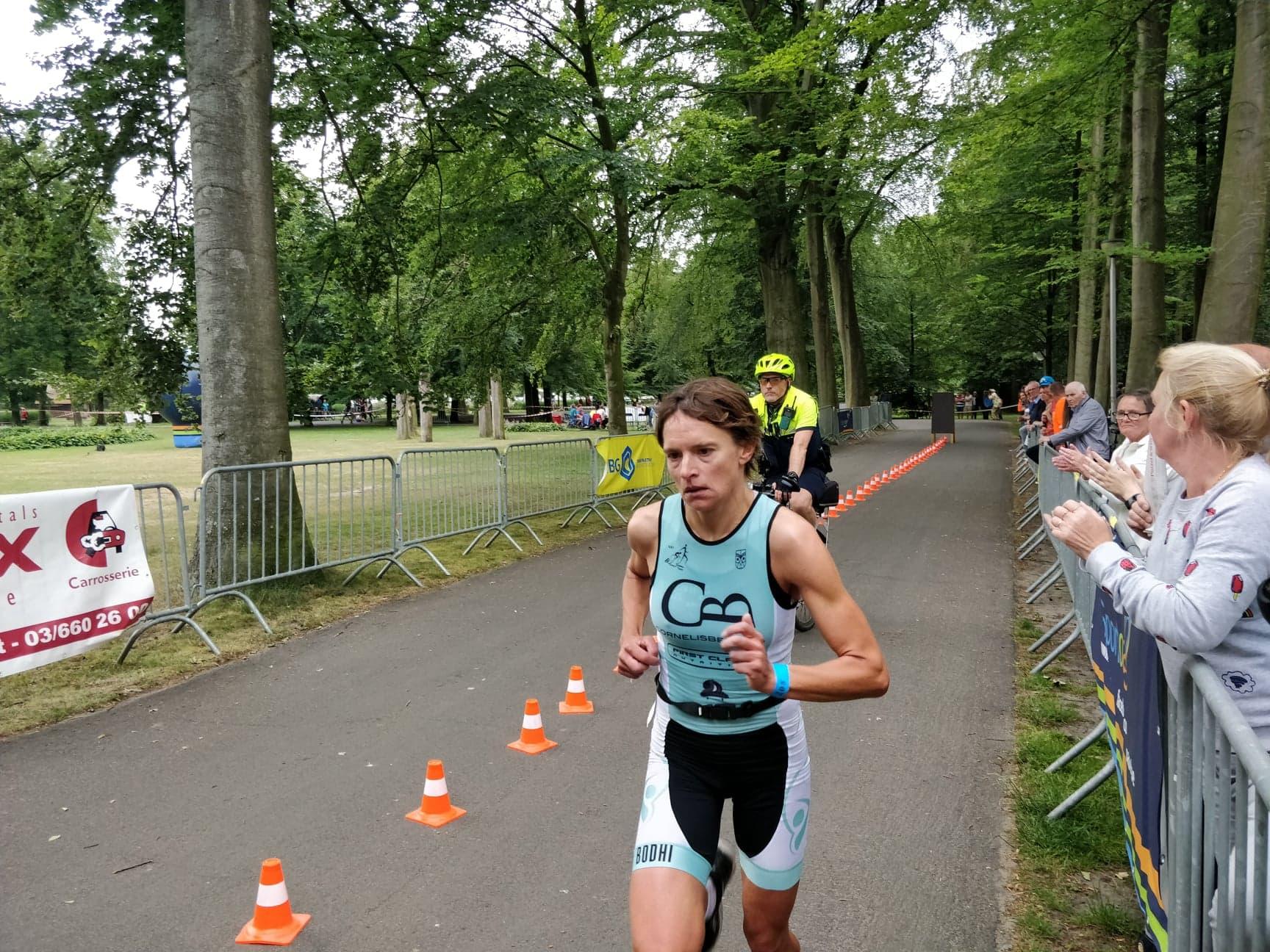 Helga Sibick winnares in Brasschaat (foto: 3athlon.be)
