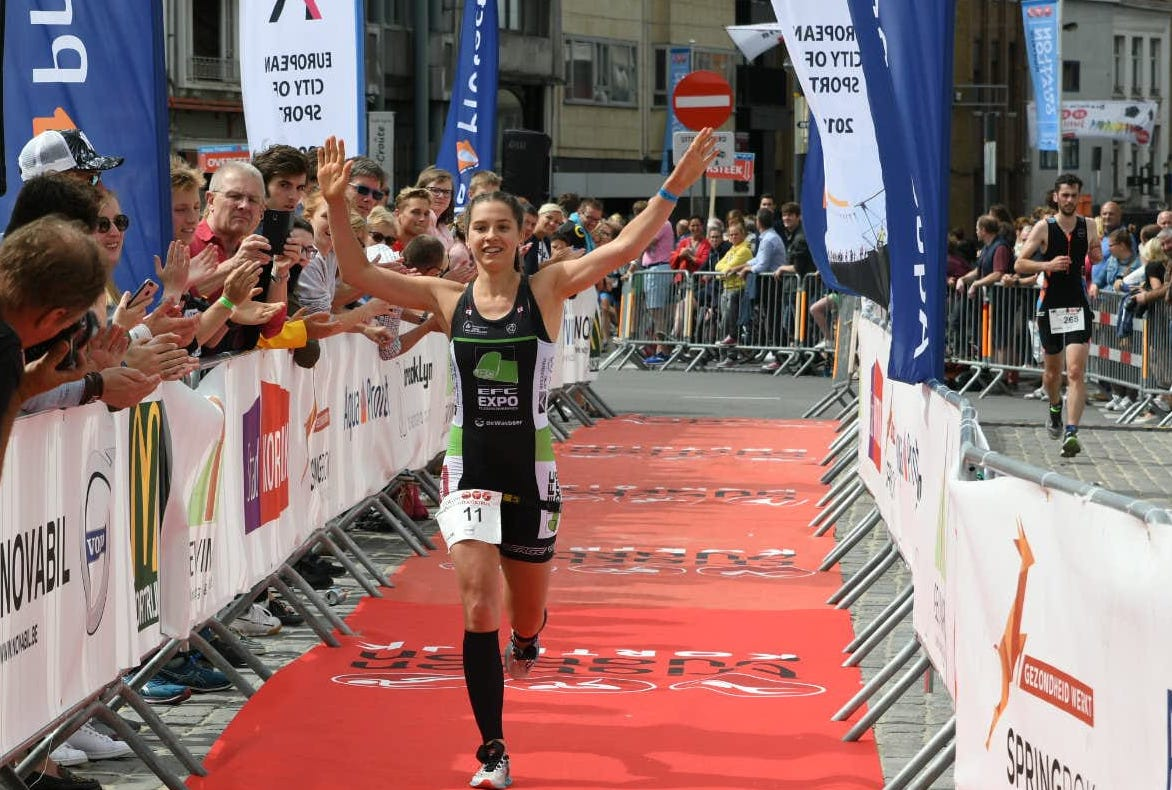 Ine Couckuyt wint in Kortrijk (foto: 3athlon.be/Mario Vanacker)