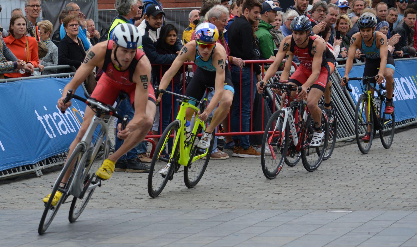 Marten en Jelle in de kopgroep in Antwerpen (foto: 3athlon.be)
