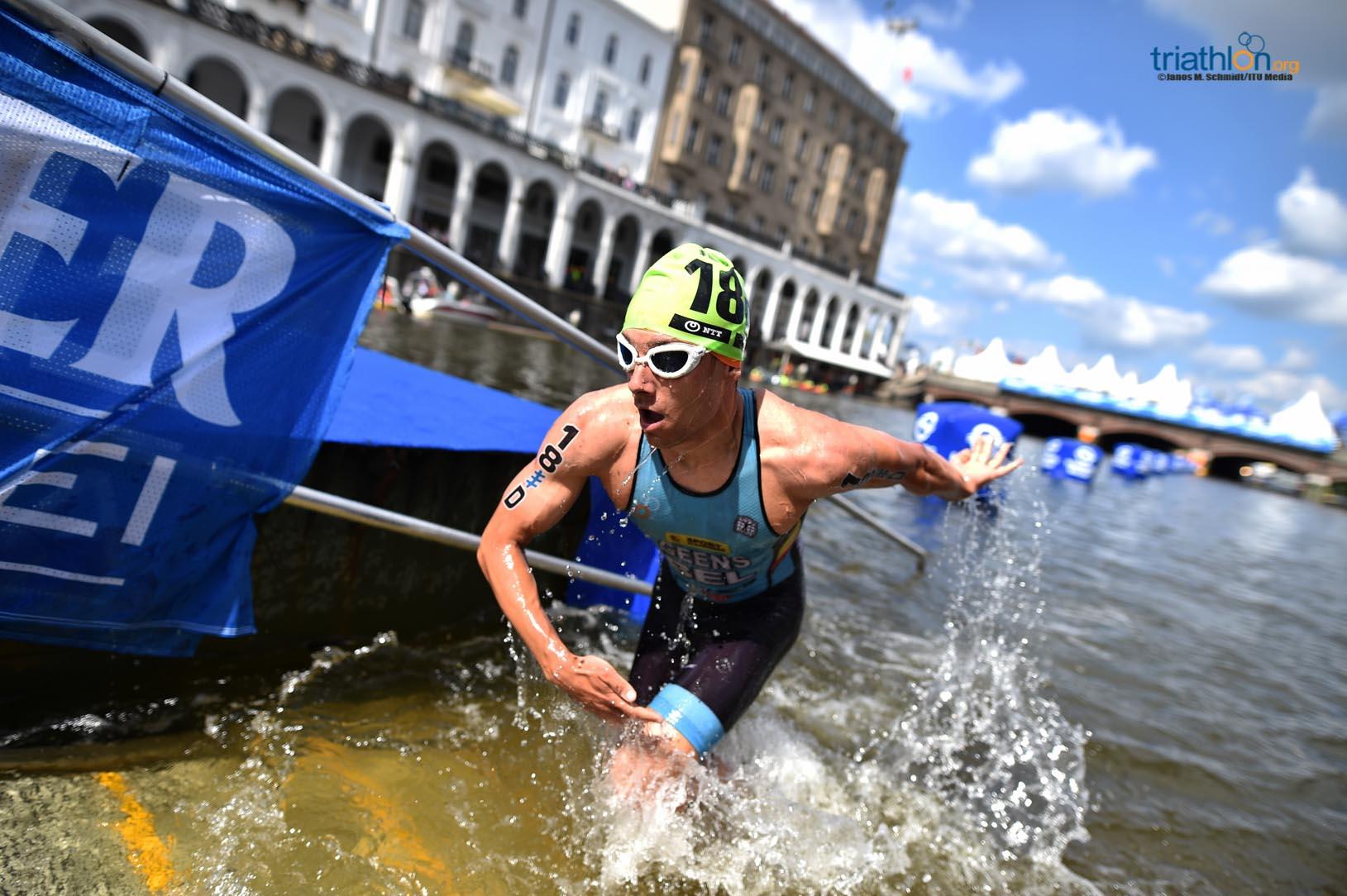 Jelle Geens uit het water (foto: ITU/Janos M. Schmidt)