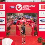 Katrien Verstuyft wint de Challenge Praag (foto: 3athlon.nl/Jort Vlam)