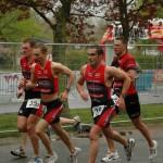 Steve Vandemaele op een BK ploegen met voor hem Tom Grijp en Hans Moonen en achter hem Joris Sels