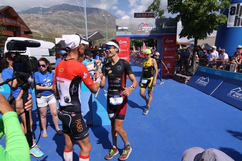 Timothy Van Houtem krijg felicitaties voor zijn 3de plaats (foto: 3athlon.be/Kilian Hendrickx)