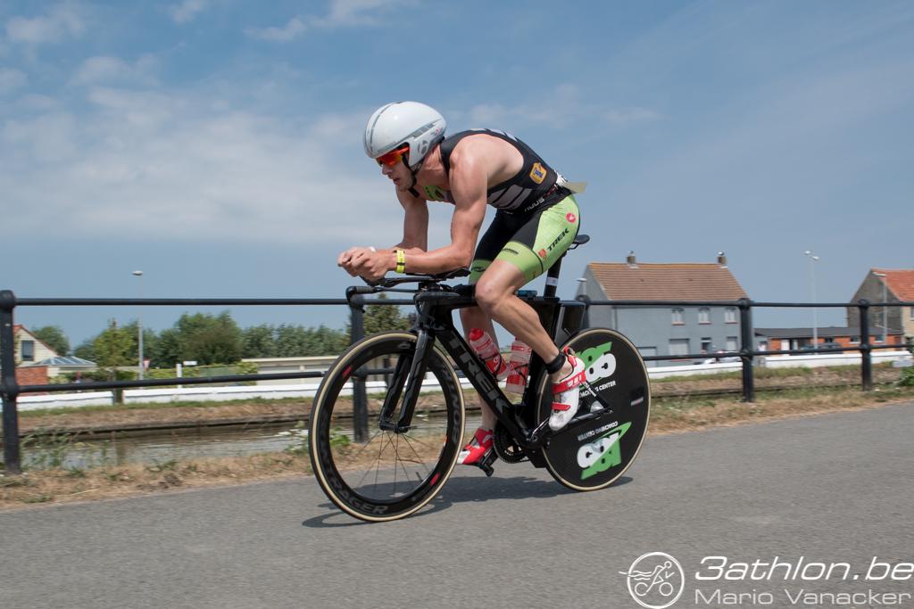 Stenn Goetstouwers, voor hij lek reed (foto: 3athlon.be/Mario Vanacker)
