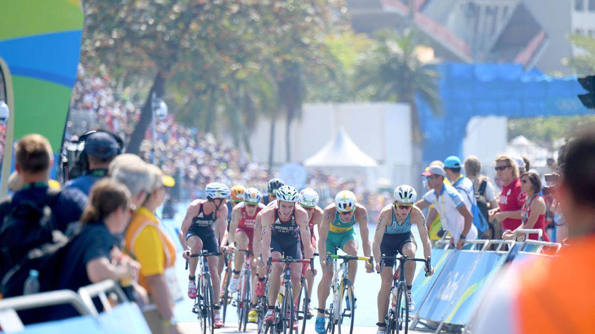 TBT: De spannendste triatlon op de Spelen ooit bij de mannen – volledige video