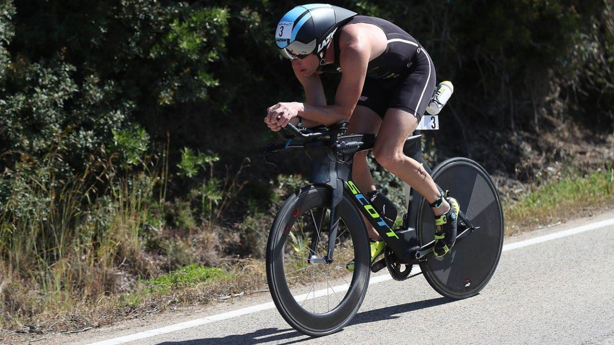 Frodeno wint in Sardinië, Thijs zesde