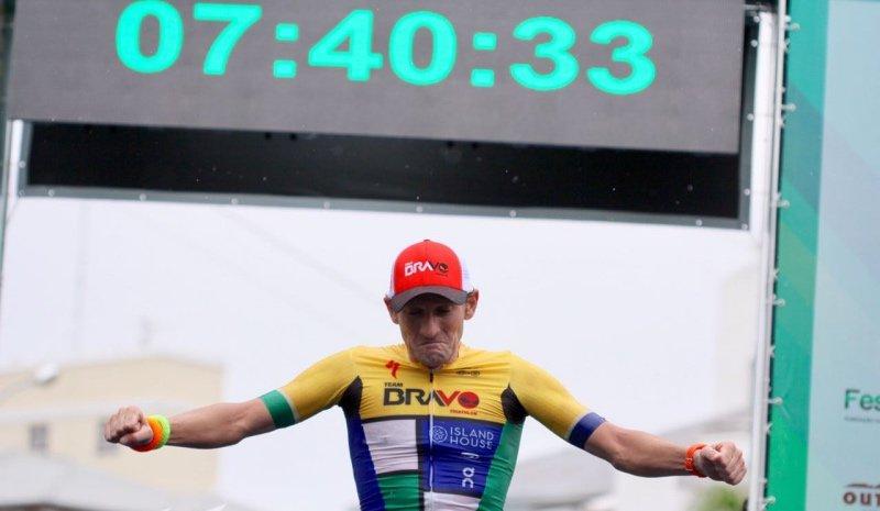 Tim Don snelste Ironman ooit, maar veel commentaar