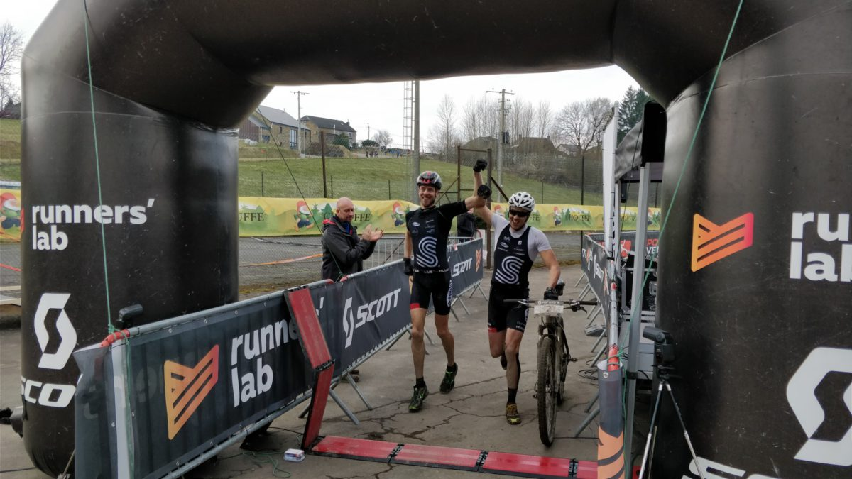 Squadra triatleten Tim en Lucas heersen in Grand Raid