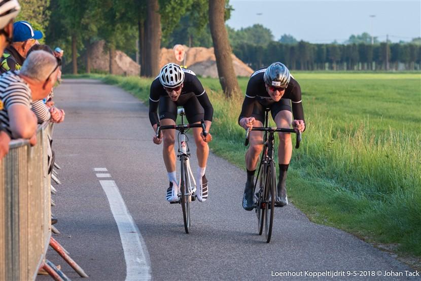 Triatleten presteren sterk in koppeltijdrit