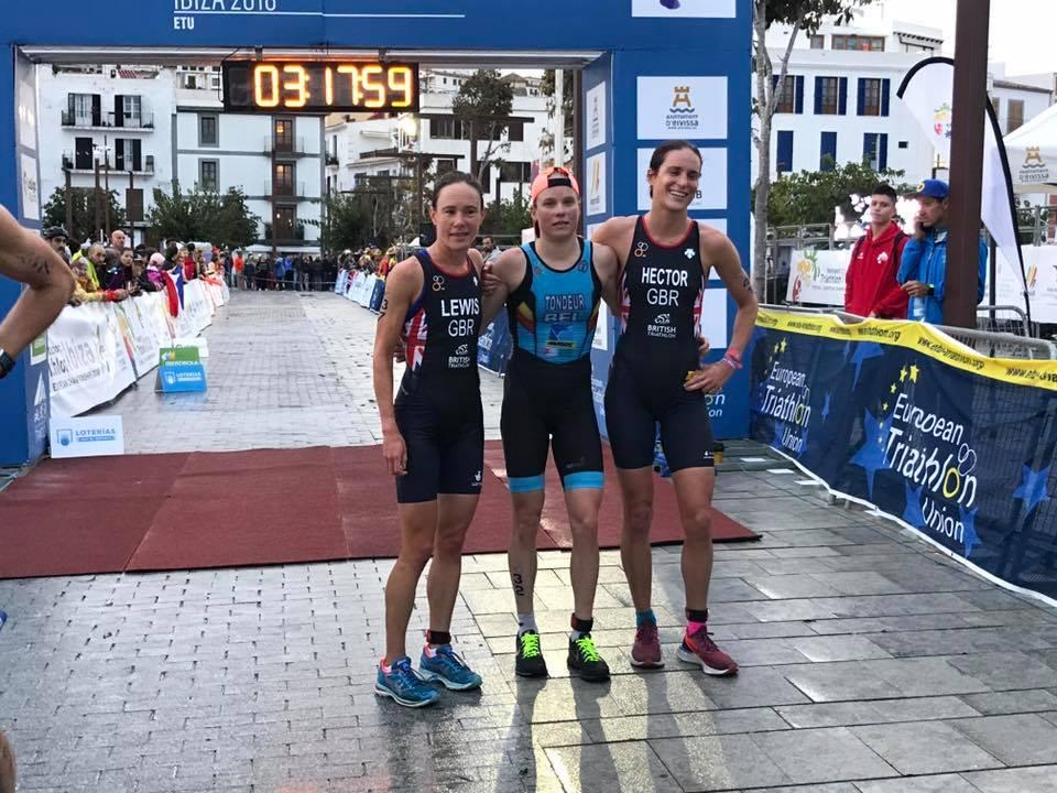 Alexandra Tondeur wint ingekort EK halve triatlon